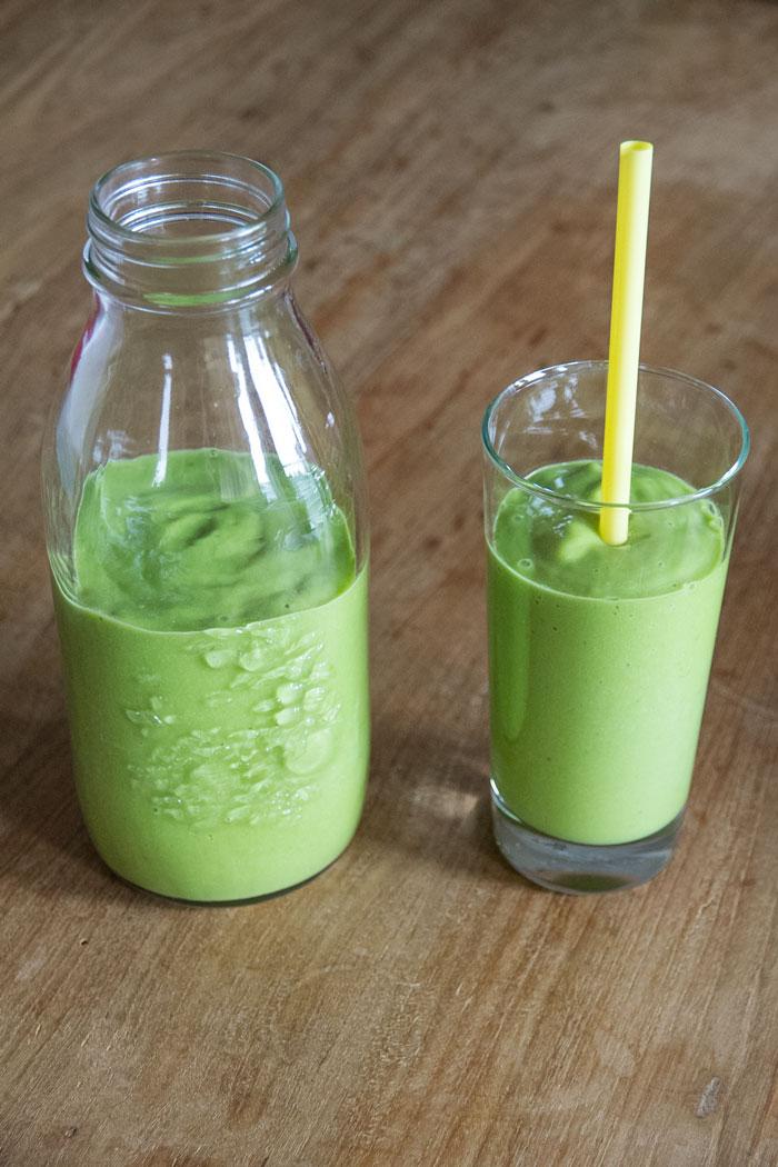 Eiwitbommetje smoothie met avocado