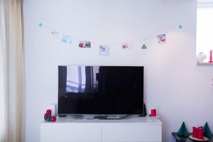 Kerstkaarten ophangen aan een slinger