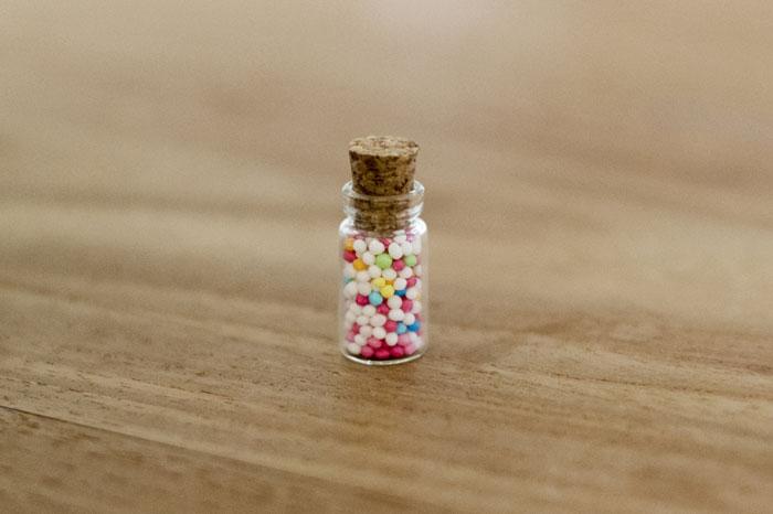 Eenvoudige DIY; Kleine glazen flesjes